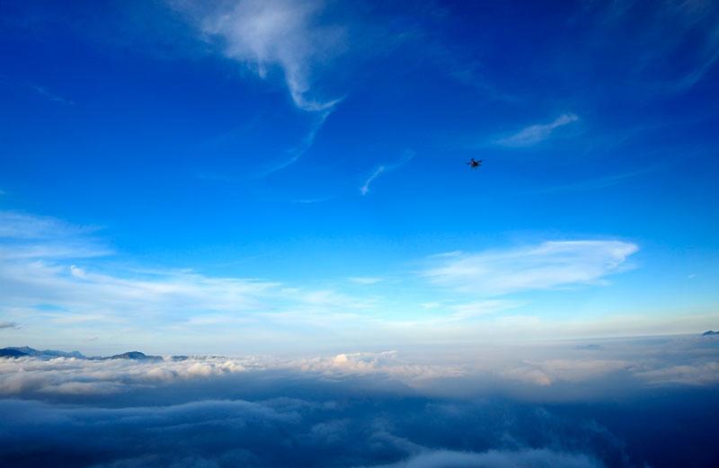 Tà Xùa là địa điểm du lịch mới nên chưa được khai thác nhiều, đa phần là dân du lịch bụi săn mây Tà Xùa nên chủ yếu là tự túc bằng cách dựng lều cắm trại hoặc ngủ nhờ nhà dân. Ảnh: Diem Dang Dung.