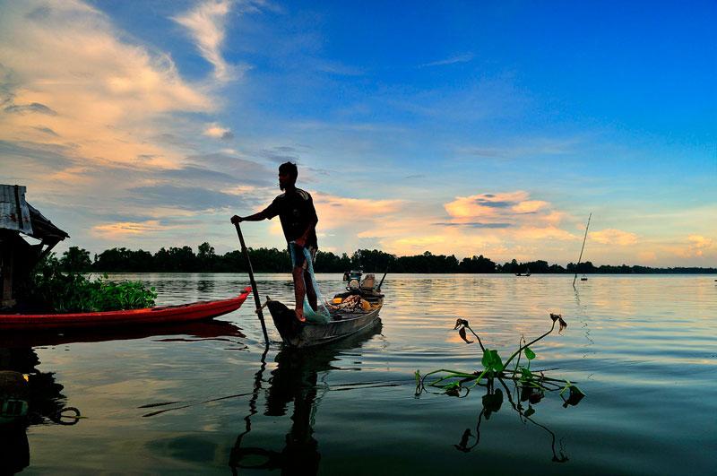 Búng Bình Thiên gồm 2 hồ nước là Búng Lớn và Búng Nhỏ. Búng Nhỏ còn khá ít nước nên người ta thường ám chỉ Búng Lớn khi nói về Búng Bình Thiên (gọi tắt là Búng). Ảnh: Diem Dang Dung.