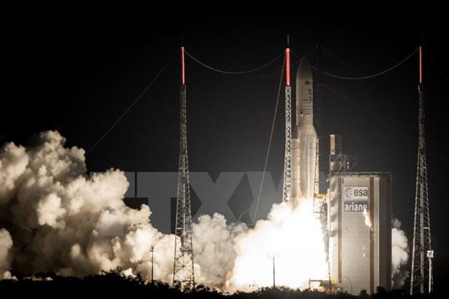 Tên lửa Ariane 5 mang theo vệ tinh địa tĩnh rời bệ phóng từ căn cứ vũ trụ Kourou tại Guyana ngày 5/5. (Nguồn: AFP/TTXVN)