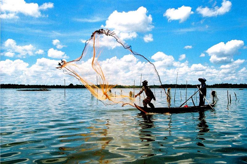 Phiên bản khác thì kể rằng khi chúa Nguyễn Ánh trốn chạy quân Tây Sơn, lúc qua khu vực Búng Bình Thiên do khô hạn, không có nước uống nên đã rút gươm đâm xuống đất để xin trời ban nước. Ảnh: Dulichxuyena.