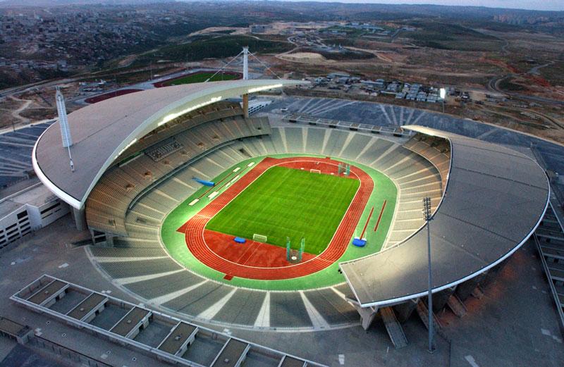 10. Ataturk Olympic (Thổ Nhĩ Kỳ) - sức chứa: 76.092 người.