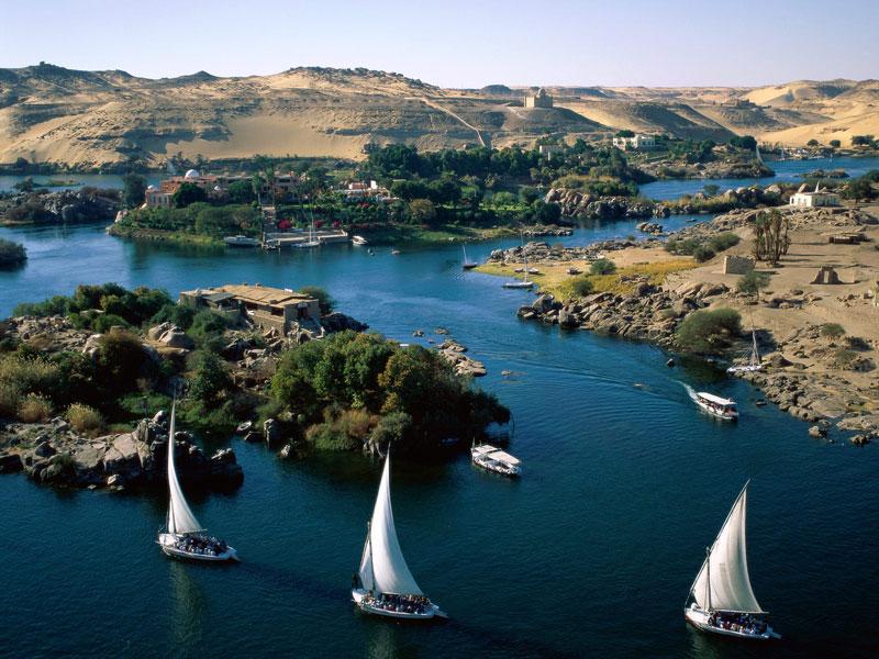 """2. Sông Nin. Đây là con sống dài nhất thế giới (chiều dài 6.853 km) thuộc châu Phi. Sông Nin được gọi là sông """"quốc tế"""" vì thượng nguồn của nó bắt đầu từ 11 quốc gia gồm Tanzania, Uganda, Rwanda, Burundi, Cộng hòa Dân chủ Congo, Kenya, Ethiopia, Eritrea, Nam Sudan, Sudan và Ai Cập. Đây là dòng sông có ảnh hưởng nhất ở châu Phi, gắn liền với sự hình thành, phát triển và lụi tàn của nhiều vương quốc cổ đại, góp phần tạo dựng nên nền Văn minh sông Nin."""