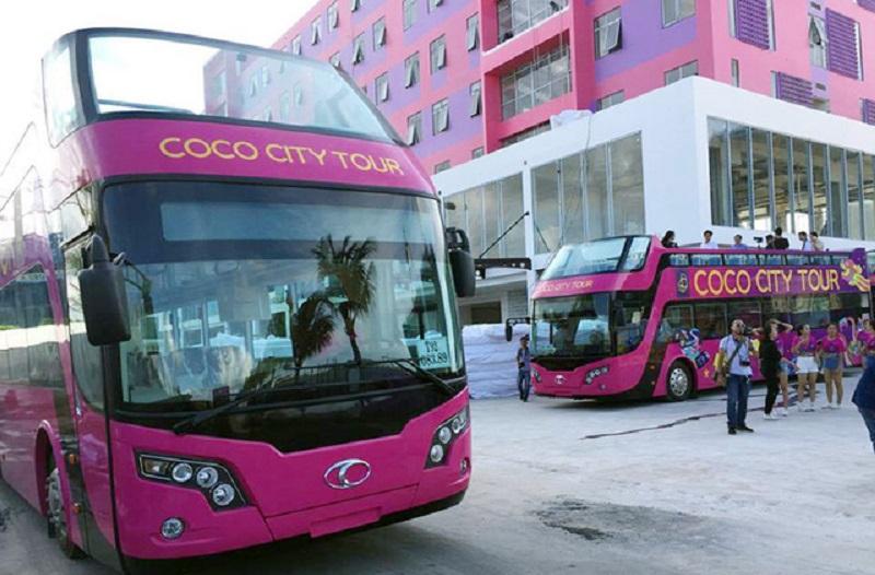 Xe buýt 2 tầng mui trần tại Việt Nam có giá bao nhiêu? Hà Nội không phải là địa phương đầu tiên có xe buýt hai tầng mui trần phục vụ du lịch; 12 chiếc xe loại này đã được chuyển giao cho một tập đoàn kinh doanh bất động sản trên địa bàn thành phố Đã Nẵng. (CHI TIẾT)