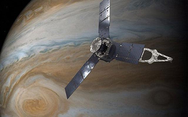 Tàu Juno bay qua gần Vết đỏ lớn. Ảnh: NASA.