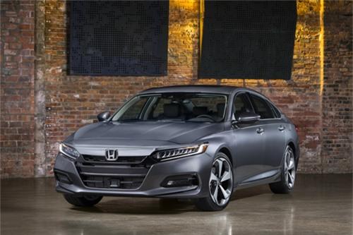 Honda Accord 2018 - đối thủ xứng tầm của Toyota Camry. Accord 2018 khác biệt hoàn toàn về thiết kế so với thế hệ hiện hành, tinh chỉnh nội thất và tăng tiện nghi. (CHI TIẾT)