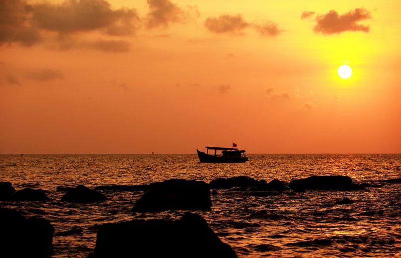 Toàn bộ huyện đảo có tổng diện tích 589,23 km2 (theo thống kê số liệu đất năm 2005). Ảnh: Xomnhiepanh.