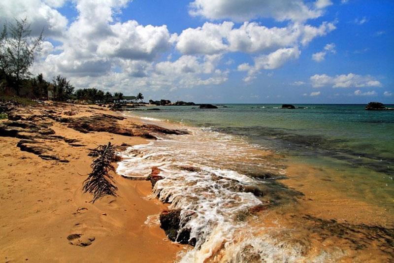 Vùng biển Phú Quốc có 22 hòn đảo lớn nhỏ, trong đó đảo Phú Quốc lớn nhất có diện tích 567 km2, dài 49 km. Ảnh: Boris Jakesevic.