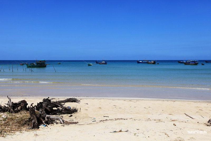 Phú Quốc nằm cách thành phố Rạch Giá 120 km và cách thị xã Hà Tiên 45 km. Ảnh: Xomnhiepanh.