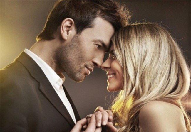 Các bà vợ với chồng đẹp hơn thường có xu hướng ăn rất ít để giảm cân.