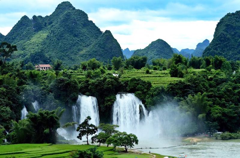 Thác Bản Giốc là một hoặc hai thác nước nằm trên sông Quây Sơn tại biên giới giữa Việt Nam và Trung Quốc. Ảnh: Tuan Hoang.