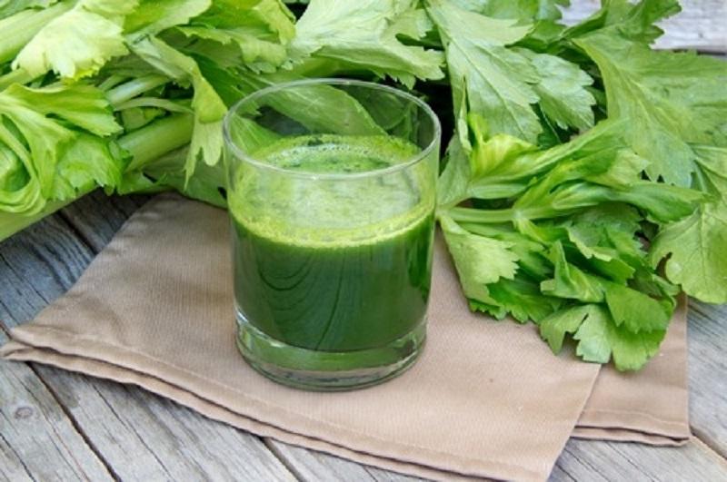 Nước ép cần tây không chỉ tốt cho sức khỏe mà còn là môt trong các cách giải rượu hiệu quả.