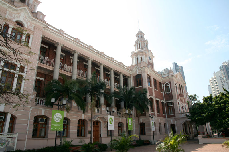 5. Đại học Hồng Kông (HKU), thành lập năm 1911 ở Pokfulam, Hồng Kông (Trung Quốc). Diện tích 53,1 hécta. HKU có 10 khoa ngành bao gồm kiến trúc, nghệ thuật, kinh tế và kinh doanh, nha khoa, giáo dục, kỹ thuật, y tế, khoa học và khoa học xã hội với ngôn ngữ giảng dạy chính là tiếng Anh. HKU cũng là trường đại học có lịch sử lâu đời nhất Hồng Kông.