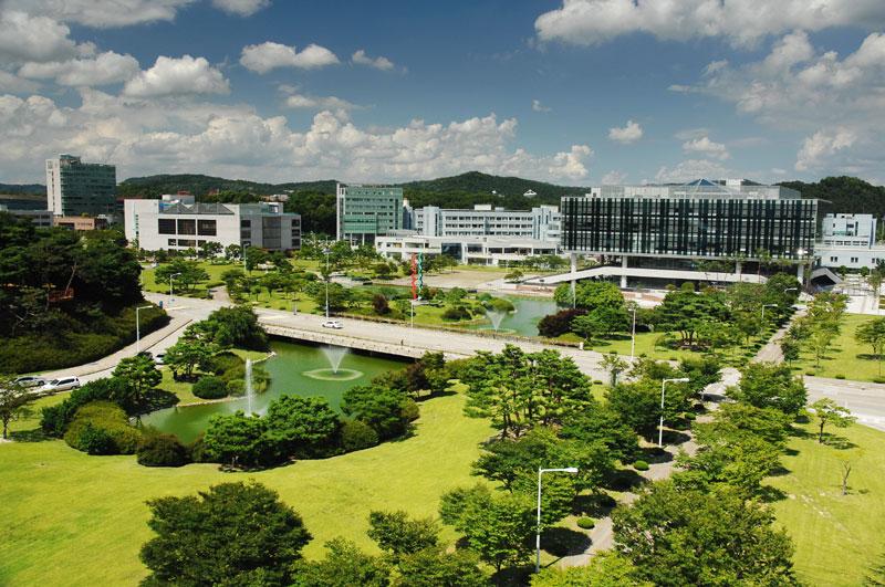 8. Viện khoa học và công nghệ tiên tiến Hàn Quốc (KAIST). Thành lập năm 1971 ở thành phố Daejeon, Hàn Quốc. KAIST là viện nghiên cứu khoa học và công nghệ danh tiếng nhất của Hàn Quốc cũng như châu Á và thế giới.