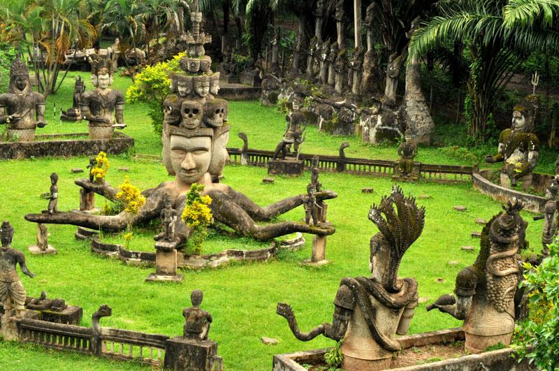 11. Lào. Đất nước nội lục tại Đông Nam Á. Mặc dù không được báo chí thế giới ca tụng về du lịch như những nước láng giềng, nhưng Lào vẫn có nét riêng và đáng để ghé thăm. Đây là điểm đến thích hợp cho những du khách muốn tìm hiểu văn hóa Phật giáo.