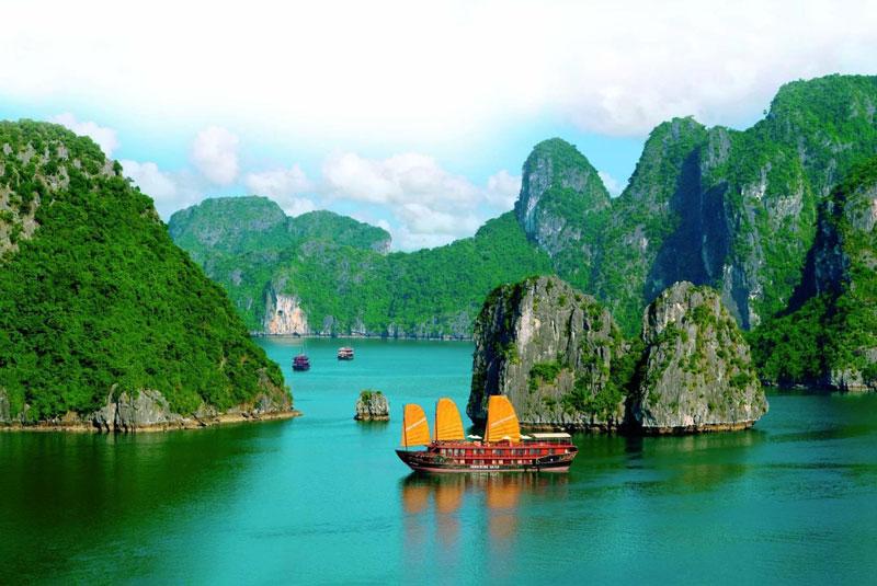 """1. Việt Nam. Quốc gia nằm ở phía Đông, thuộc bán đảo Đông Dương, thuộc khu vực Đông Nam Á, châu Á. Dải đất hình chữ """"S"""" nổi tiếng là điểm du lịch rẻ, đẹp, người dân hiếu khách và các món ăn ngon."""