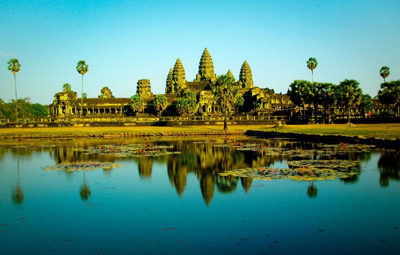 6. Campuchia. Đất nước nằm trên bán đảo Đông Dương ở vùng Đông Nam Á. Đây là một trong những địa điểm du lịch mới và hẫp dẫn nhất trên thế giới với những điểm đến nổi tiếng như đền Angkor Wat, Thủ đô Phnom Penh…