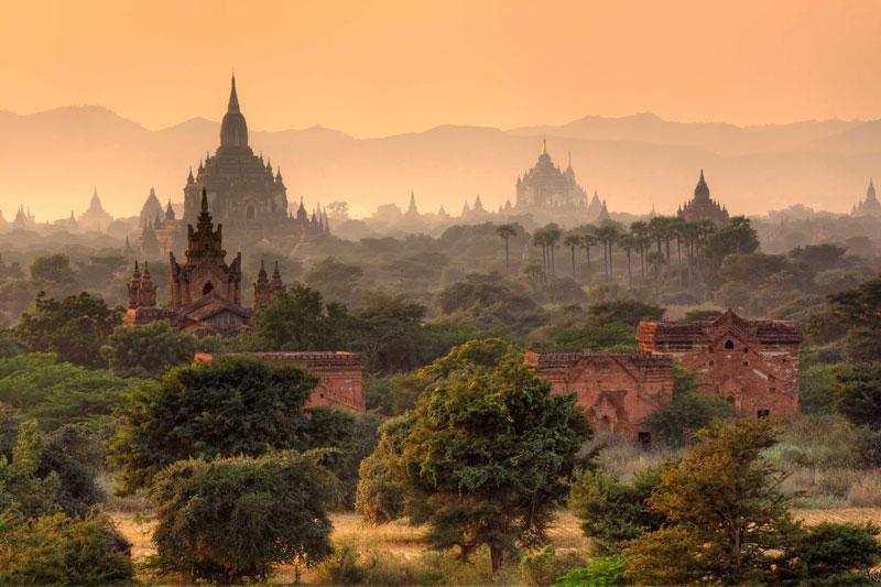 7. Myanmar. Là quốc gia có chủ quyền tại Đông Nam Á có biên giới với Bangladesh, Ấn Độ, Trung Quốc, Lào và Thái Lan. Myanmar giàu tài nguyên ngọc thạch, đá quý, dầu mỏ, khí thiên nhiên và các loại khoáng sản khác. Đây cũng là điểm du lịch hấp dẫn hàng đầu châu Á.