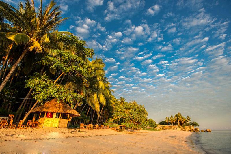 4. Đông Timor. Đây là đất nước nhỏ bé với 15.410 km2 cách thành phố Darwin, Australia khoảng 640 km về phía Tây Bắc. Nó một trong những nước có GDP trên đầu người thấp nhất thế giới. Du khách tới đây tha hồ trải nghiệm các môn thể thao dưới nước và thưởng thức hải sản tươi ngon.