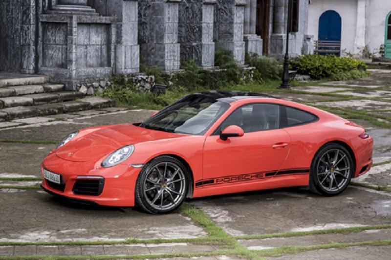 Porsche 911 giá 8 tỷ - hình mẫu của xe thể thao Đức. Ra đời từ 1963, dòng 911 vẫn được coi là hình mẫu hiếm hoi còn lại của chất quý tộc bảo thủ. (CHI TIẾT)