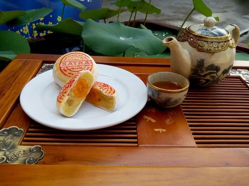 Ngây ngất trước đặc sản của Sóc Trăng. Bánh pía là một trong những đặc sản của Sóc Trăng, do người Hoa di cư vào miền Nam sáng tạo ra. Bánh pía được làm bằng bột mì, sầu riêng, lòng đỏ trứng. Đôi khi nó còn được gọi là bánh bía, bánh lột da. (CHI TIẾT)