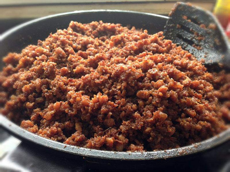 Công thức làm món thịt chưng mắm tép thơm ngon tuyệt hảo. Thịt chưng mắm tép là món ngon dân dã được rất nhiều người yêu thích. Món ăn này rất thích hợp với những ngày mưa hay lạnh. (CHI TIẾT)
