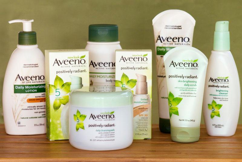 """4. Aveeno. Thương hiệu chăm sóc da và tóc của Mỹ, thuộc công ty dược phẩm Johnson & Johnson. Aveeno được thành lập vào năm 1945 và nhanh chóng khẳng định vị thế của mình trong """"làng"""" mỹ phẩm thế giới."""