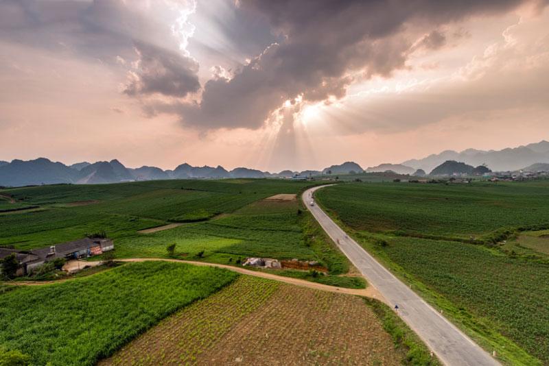 Đây là điểm du lịch hút khách bậc nhất vùng núi phía Bắc. Ảnh: Lê Hồng Hà.