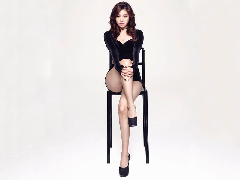2. Hyoseong (Jun Hyoseong). Ca sĩ, diễn viên sinh năm 1989 tại Cheongju, Hàn Quốc. Hyoseong đã debut với tư cách là một nghệ sĩ solo vào năm 2014. Cô nổi tiếng là một trong những ca sĩ quyến rũ nhất xứ sở kim chi.