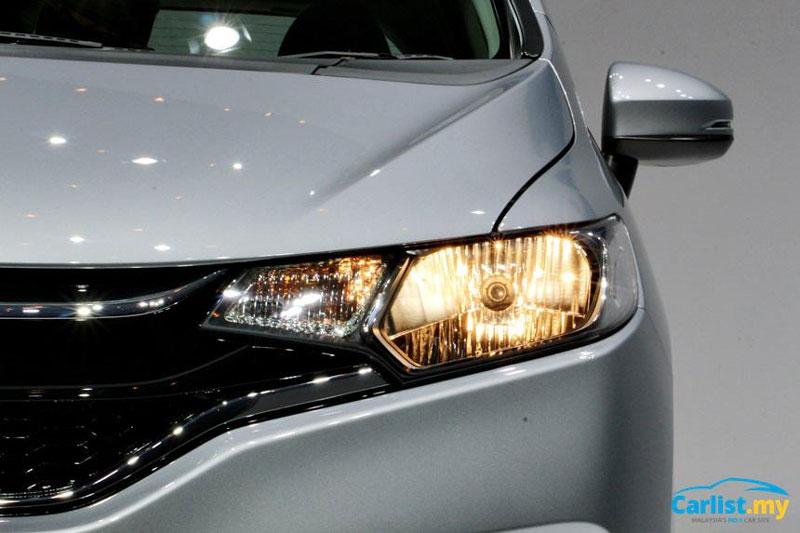 Honda Jazz 2017 sử dụng đèn pha halogen.