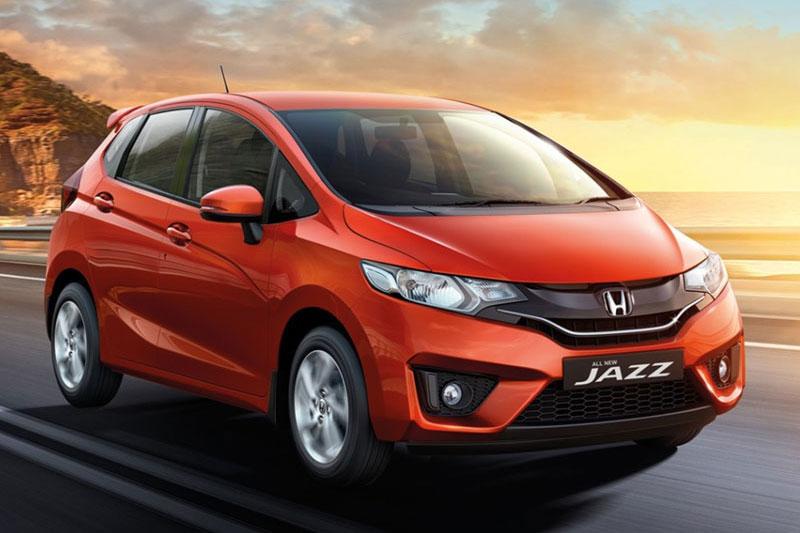 Kích thước của Honda Jazz 2017 lần lượt là 3.955x1.694x1.524 mm, chiều dài cơ sở 2.530 mm, khoảng sáng gầm xe 135 mm. Dung tích bình nhiên liệu 40 lít.