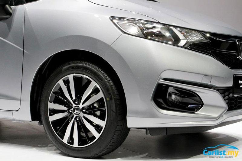 Honda Jazz 2017 dùng mâm hợp kim với đường kính 15 hoặc 16 inch (tuỳ phiên bản).