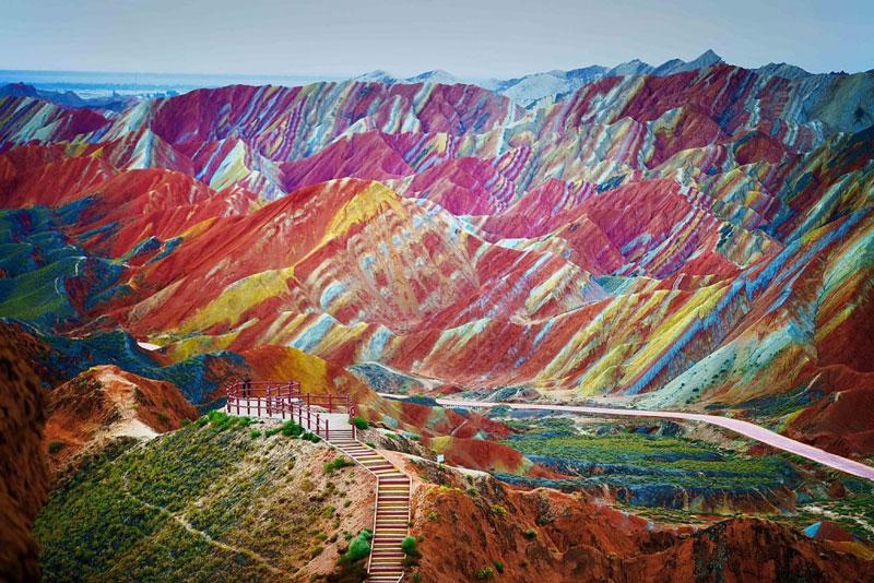 1. Cam Túc. Là tỉnh nằm ở phía Tây Bắc của Trung Quốc. Nơi đây có những địa điểm du lịch nổi bật như công viên địa chất Trương Dịch Đan Hà, hang Mạc Cao, hang đá Mạch Tích Sơn, tu viện Labrang Monastery…