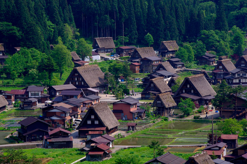 6. Takayama. Thành phố thuộc tỉnh Gifu, Nhật Bản. Đây là địa điểm du lịch hút khách bậc nhất đất nước mặt trời mọc. Takayama còn là địa điểm quay phim ưu thích của các đoàn làm phim.