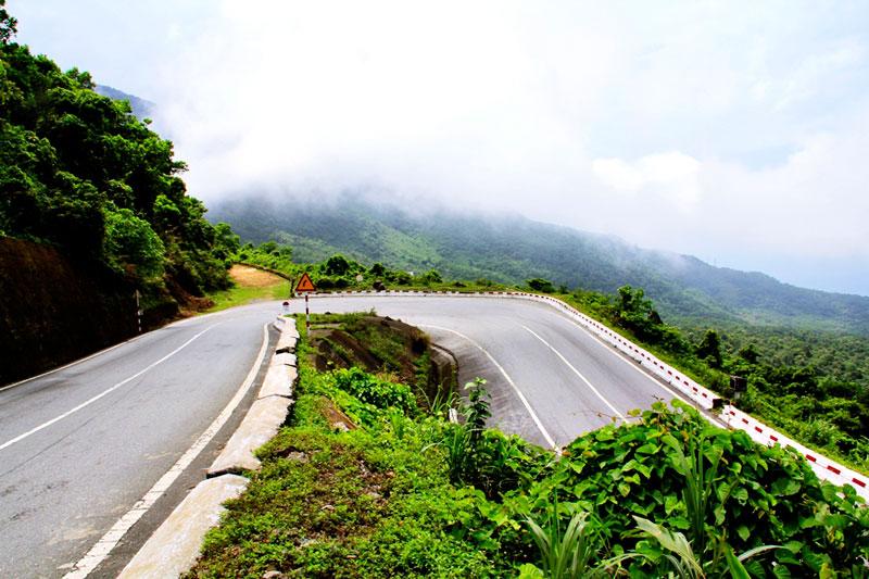 Ngày 5/6/2005, hầm đường bộ xuyên đèo Hải Vân cũng đã được đưa ra vào sử dụng. Ảnh: Phạm Quang Tuân.