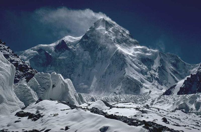 2. Núi K2 (Trung Quốc và Pakistan). Chiều cao: 8.611m.