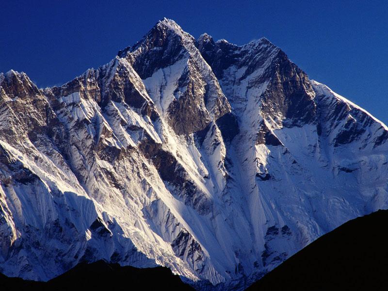 4. Núi Lhotse (Trung Quốc và Nepal). Chiều cao: 8.516m.