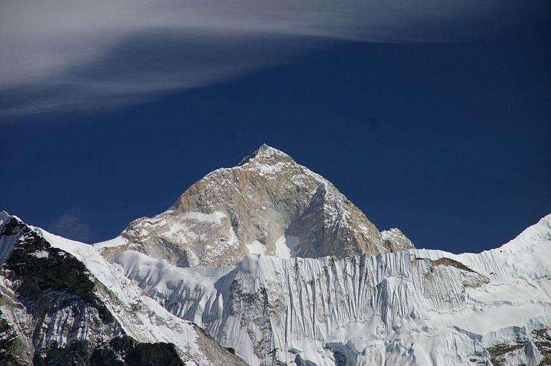 5. Núi Makalu (Trung Quốc và Nepal). Chiều cao: 8.485m.
