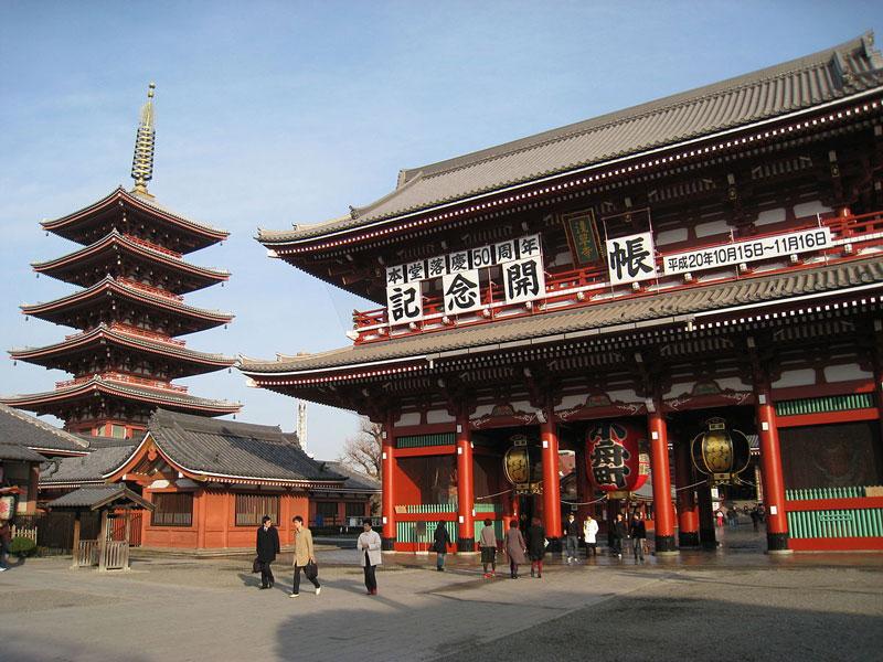 1. Chùa Sensoji. Là một ngôi chùa cổ nằm ở Asakusa, Taito, Tokyo, Nhật Bản. Đây là ngôi chùa cổ nhất của Tokyo (xây dựng năm 645) và là một trong những ngôi chùa quan trọng nhất ở đây. Ngôi chùa được xây dựng dành riêng cho việc thờ phụng Bồ Tát Quán Âm (Quán Thế Âm).