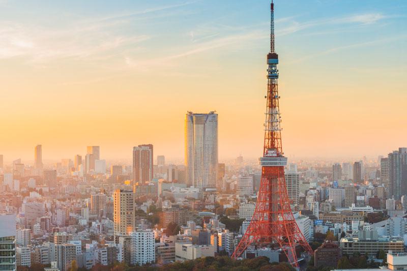 7. Tháp Tokyo. Là tháp truyền thông và quan sát tọa lạc tại khu vực Shiba-koen thuộc quận Minato, Tokyo, Nhật Bản. Với độ cao 332,9m, đây là cấu trúc cao thứ hai tại xứ sở hoa anh đào. Cấu trúc là một tháp khung thép lấy cảm hứng từ tháp Eiffel, được sơn màu trắng và cam quốc tế để tuân thủ các quy định an toàn hàng không.