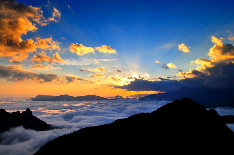 Núi Muối thuộc dãy Bạch Mộc Lương Tử, là ranh giới tự nhiên giữa Lai Châu và Lào Cai. Ảnh: Diem Dang Dung.
