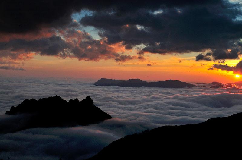 Tuy nhớ được đưa vào khai phá, nhưng núi Muối luôn thu hút lượng lớn du khách ưa mạo hiểm tới chinh phục. Ảnh: Diem Dang Dung.