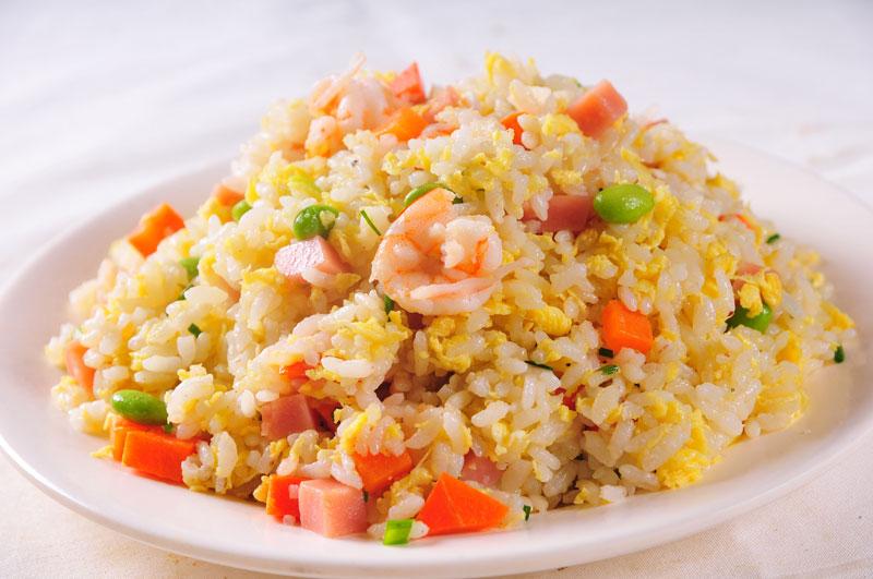 Tuyệt chiêu làm cơm chiên Dương Châu ngon hơn nhà hàng. Món cơm chiên Dương Châu được xuất phát từ triều đại nhà Thanh của Trung Quốc vào năm 1754. Món ngon này hiện rất phổ biến ở các nhà hàng lớn nhỏ tại Việt Nam và rất được ưa chuộng. (CHI TIẾT)