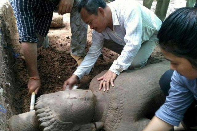 Pho tượng cổ được tìm thấy. (Nguồn: sg.news.yahoo.com).