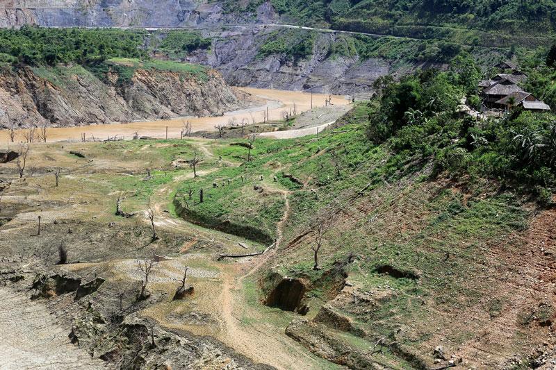 Thủy điện Nậm Na 2 công suất 66 MW,khởi công 5/2009, tại xã Phìn Hồ, huyện SThủy điện Nậm Na 3 công suất 84 MW, khởi công 1/2012, tại xã Chăn Nưa, huyện Sìn Hồ, Lai Châuìn Hồ, Lai Châu. Ảnh: Son Hoa Nguyen.