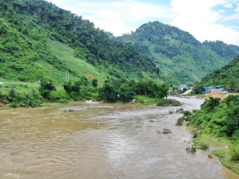 Dòng chính có tên Meng La He (sông Meng La, hay sông Mường La) ở đoạn trước khi sang Việt Nam. Ảnh: Che Trung Hieu.
