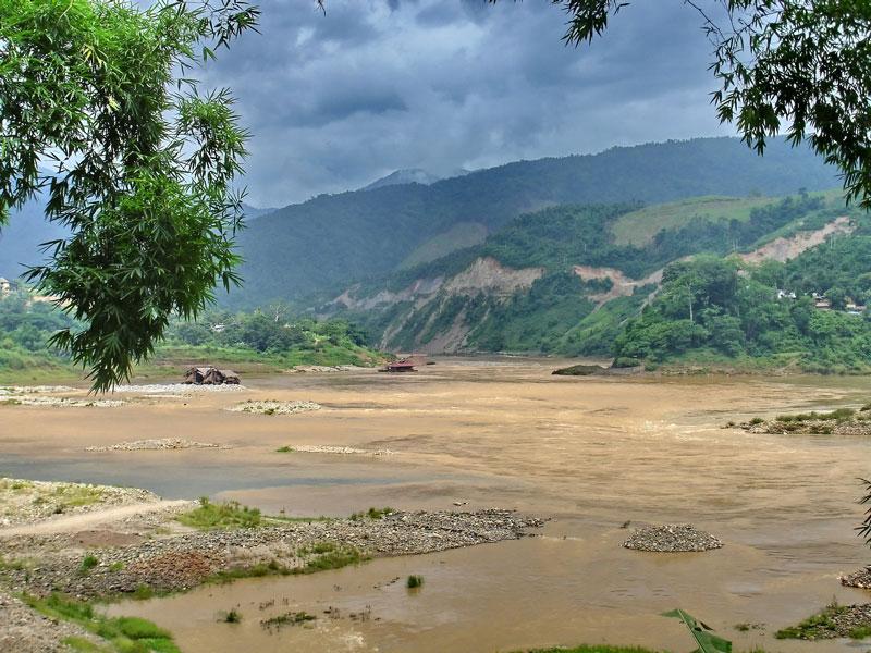 Đoạn Nậm Na ở Việt Nam dài cỡ 90 km. Quốc lộ 12 được mở từ thị xã Lai Châu cũ (nay là các xã của Nậm Nhùn) lên Ma Ly Pho gần như theo thung lũng của Nậm Na. Ảnh: Che Trung Hieu.