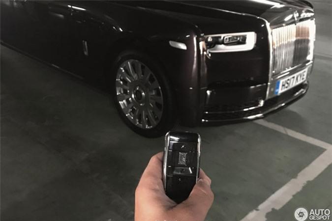 Sieu xe sang Rolls-Royce Phantom 2018 dau tien lan banh-Hinh-5