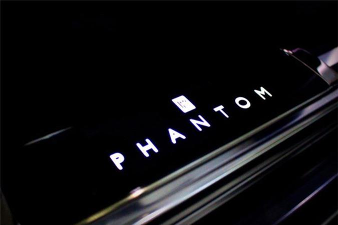 Sieu xe sang Rolls-Royce Phantom 2018 dau tien lan banh-Hinh-6
