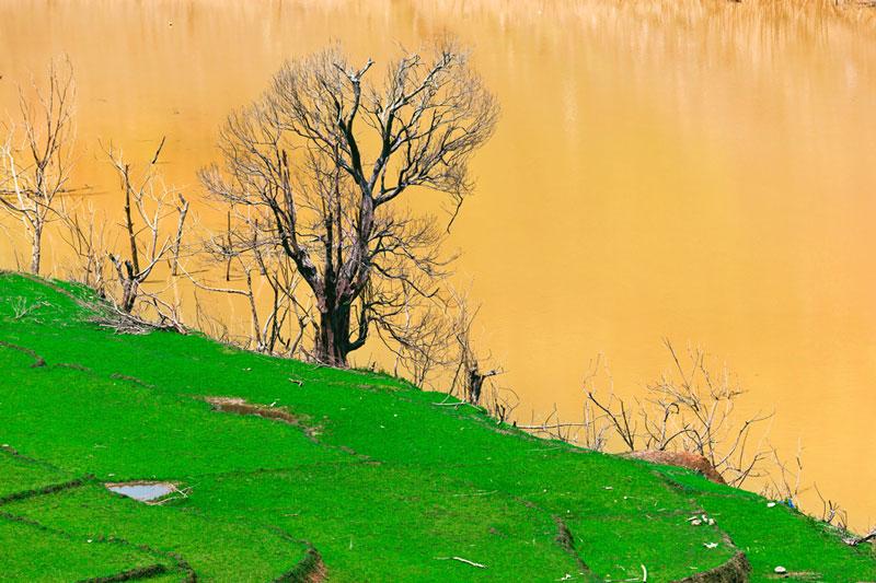 Sông Nậm Na bắt nguồn từ Vân Nam, Trung Quốc với một thủy vực rộng, sông suối có nhiều tên gọi. Ảnh: HoangLong.