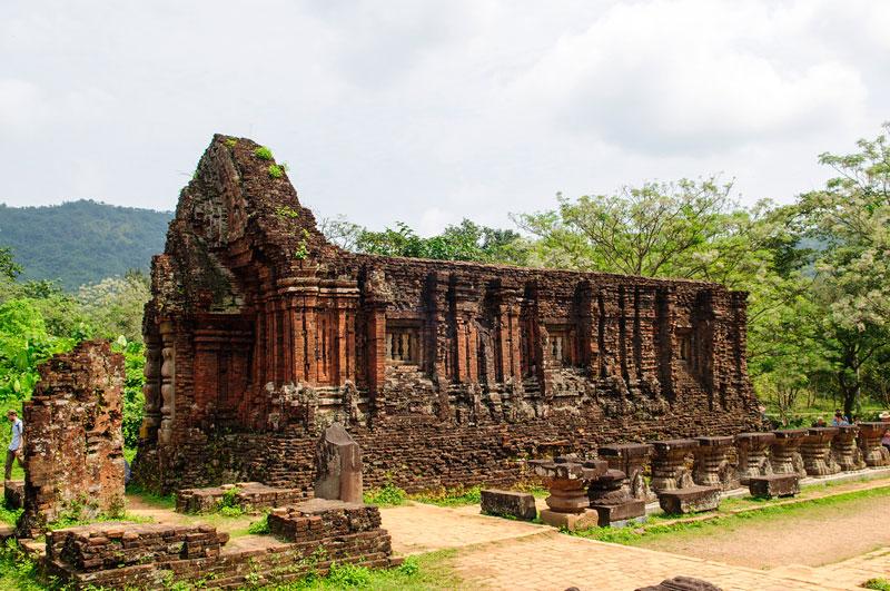 Đây từng là nơi tổ chức cúng tế của vương triều Chăm pa cũng như là lăng mộ của các vị vua Chăm pa hay hoàng thân, quốc thích. Ảnh: Diem Dang Dung.